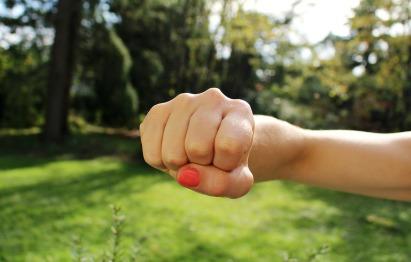 fist-bump-1195446_1280